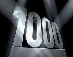 1000と書かれた金字塔の写真