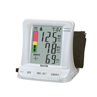 測定値が表示された電子血圧計