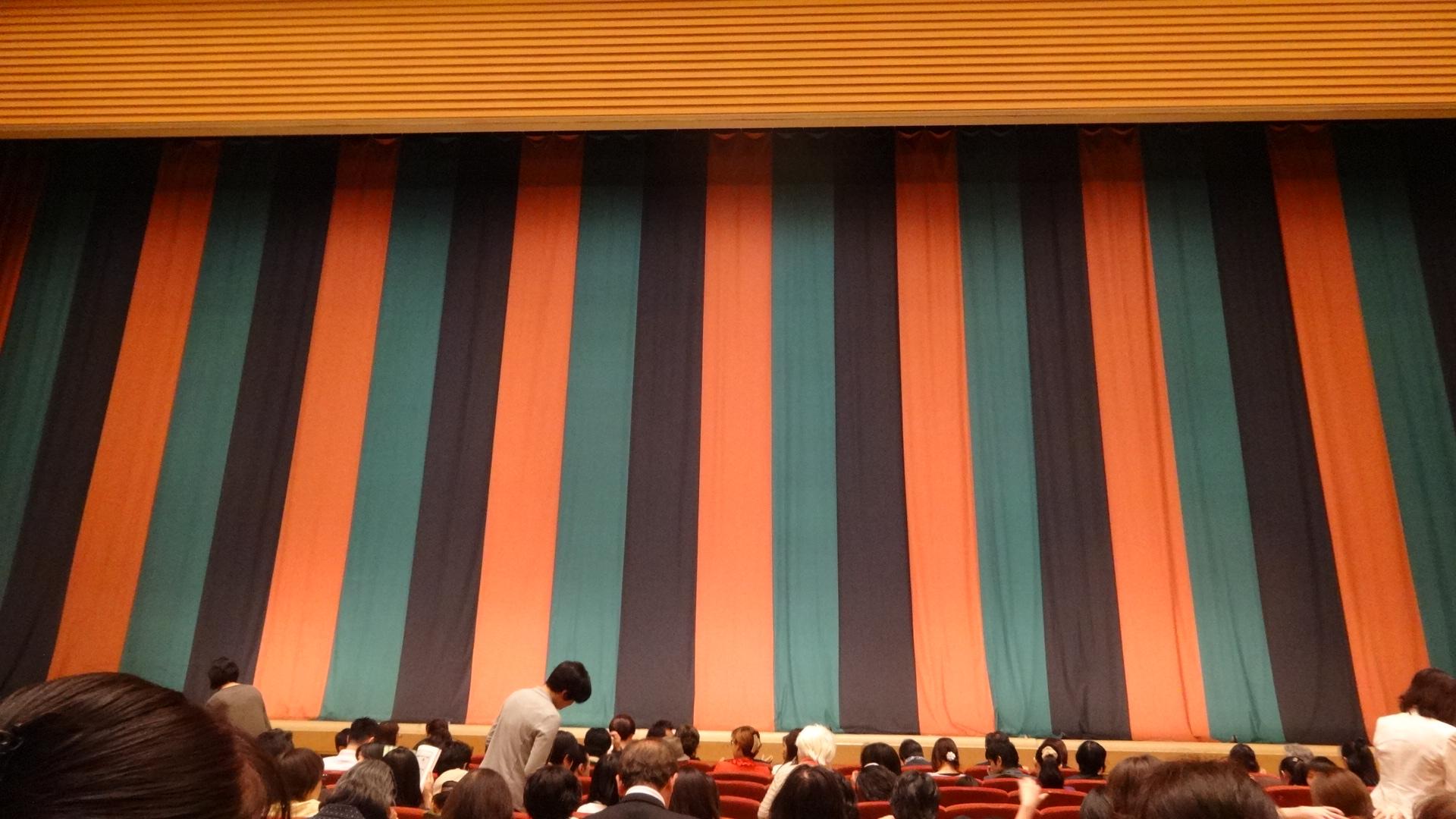 明治座の舞台の幕