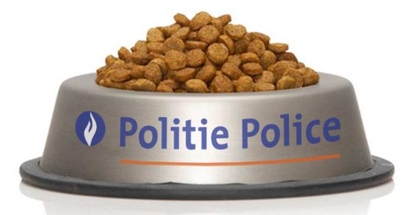 警察のマークが書かれたネコの餌が入った食器