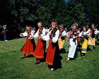 スウエーデンの夏至祭のパレード