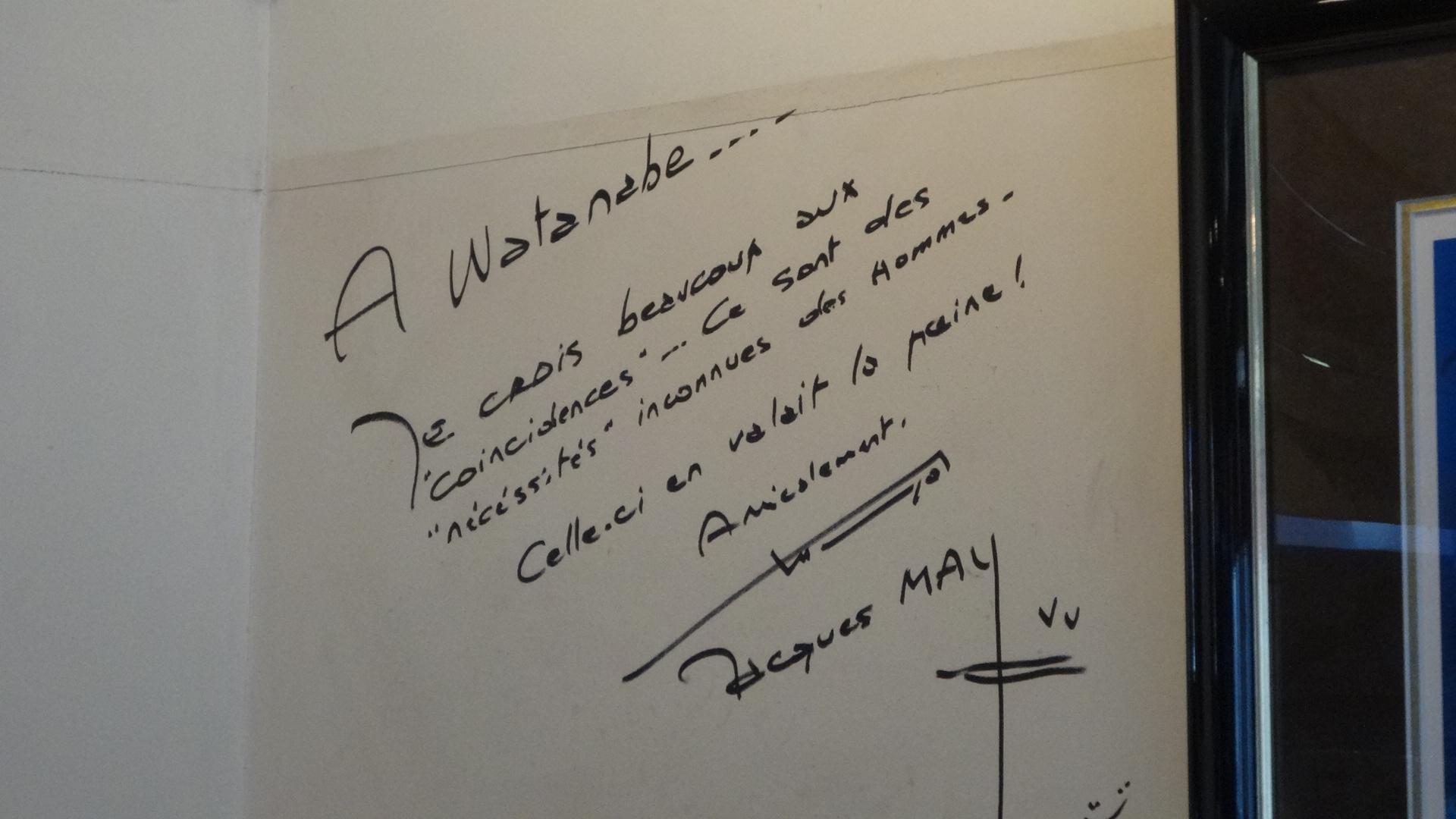 壁に書かれたジャック・マイヨールのサイン