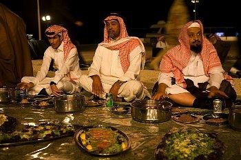 ラマダン後の大食の様子