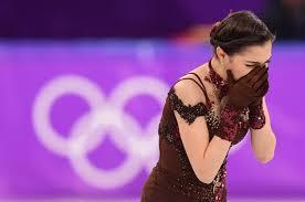 演技後に感極まって涙するメドベージェワ