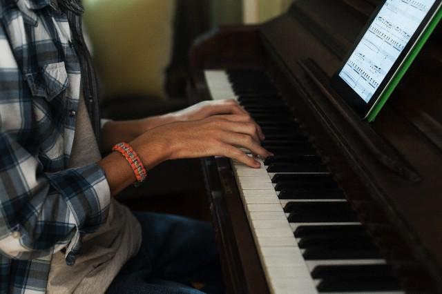 ピアノ演奏の画像