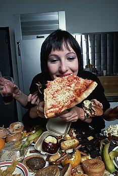 大食いしている人の写真