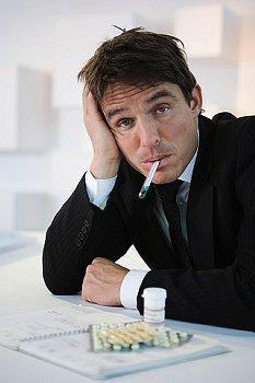 風邪で熱が出ている人の写真