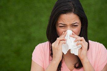 鼻づまりの女性の写真