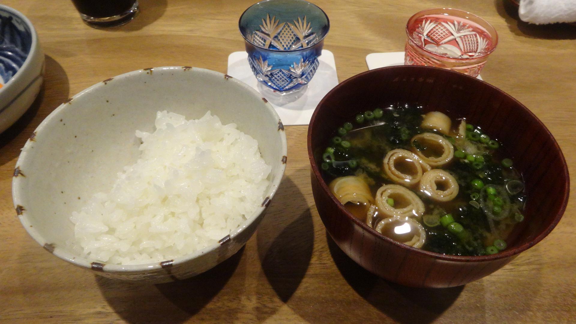 ご飯とお味噌汁の写真