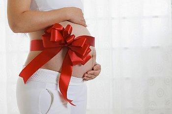 妊娠している女性