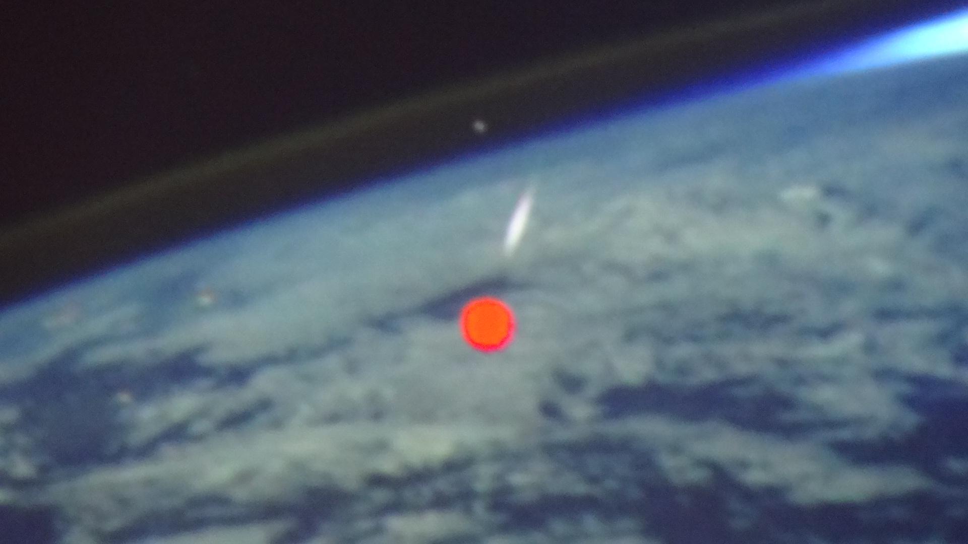 宇宙ステーションから見た流れ星