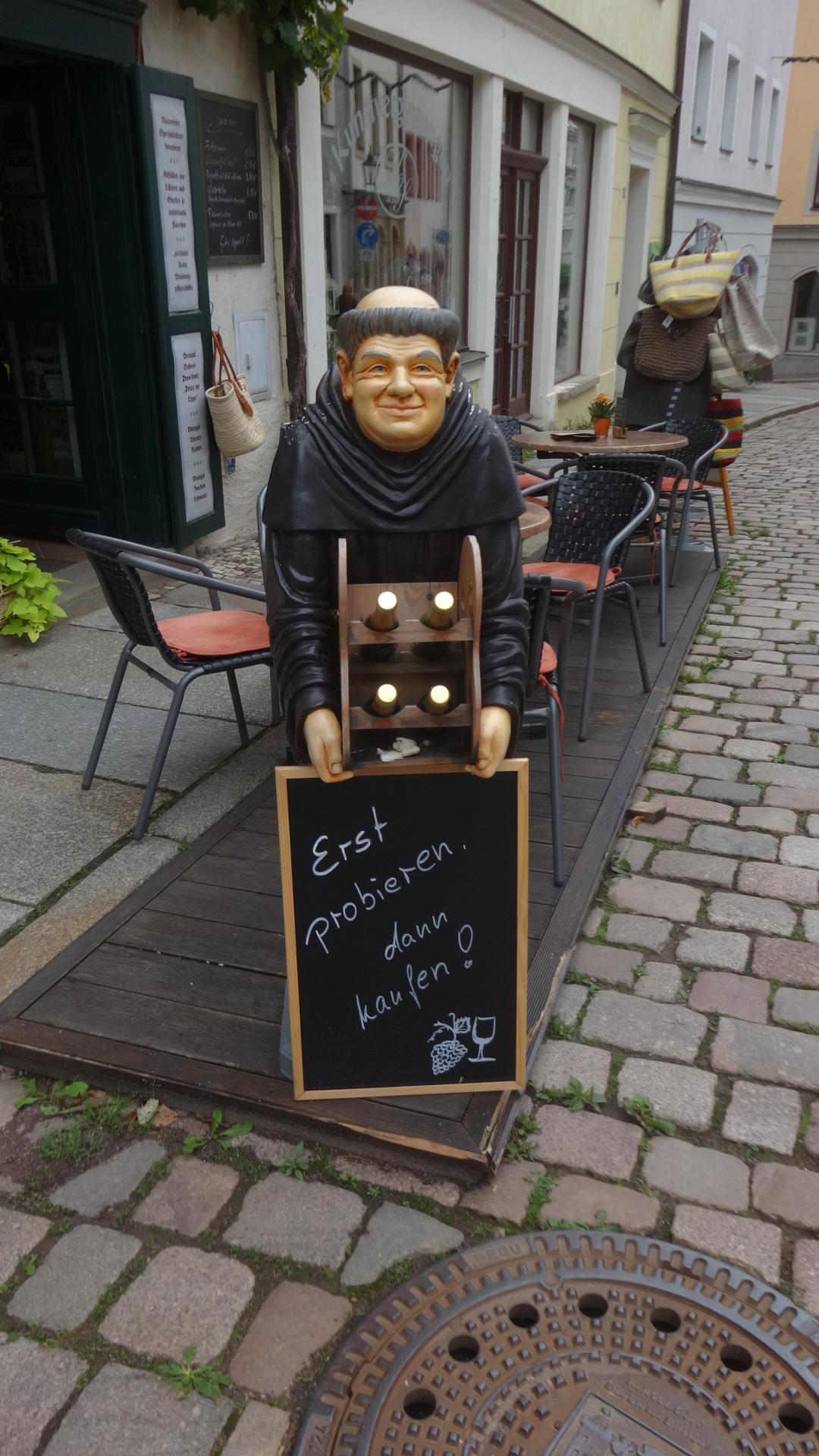 修道僧の人形
