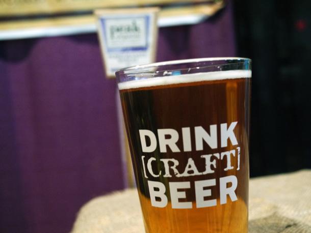 クラフトビールのグラス