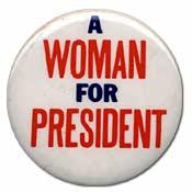 女性を大統領に と書かれたバッジ