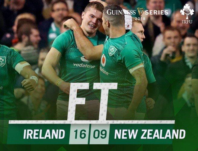勝利を喜ぶアイルランドの選手