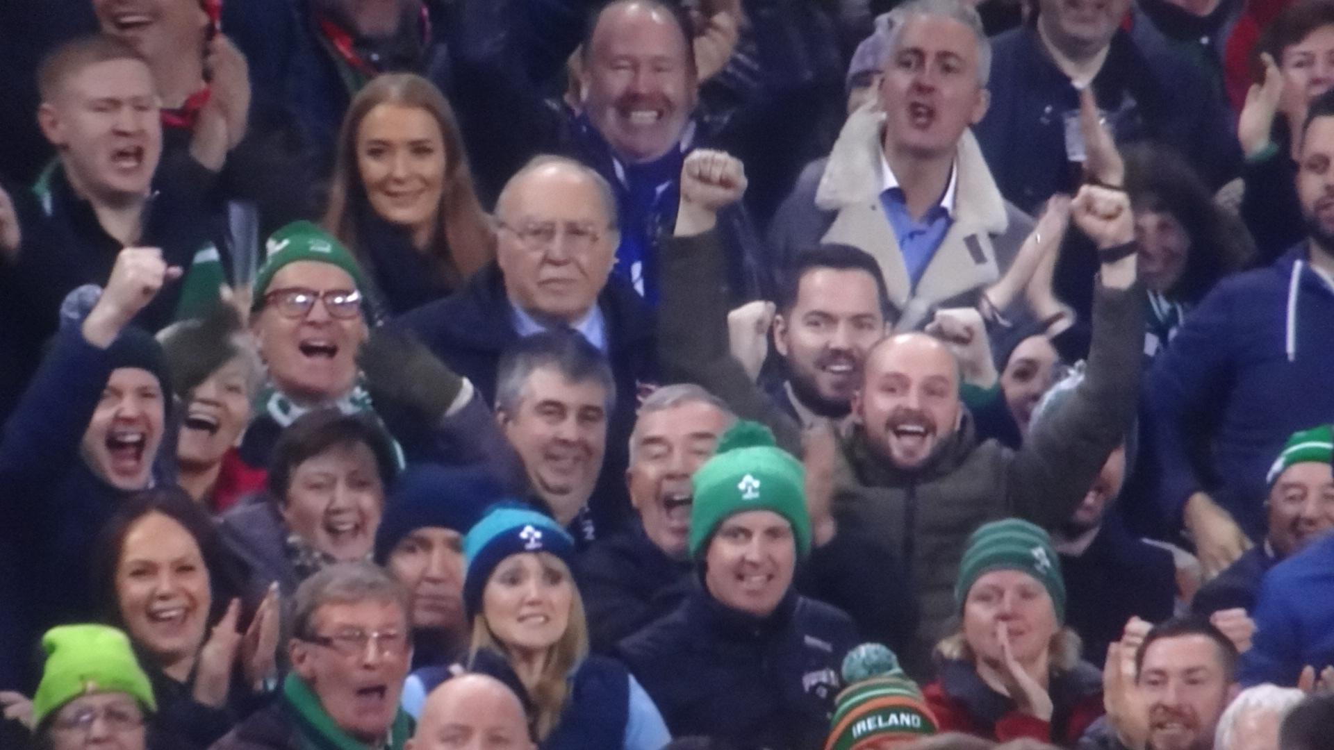 大喜びのアイルランドの応援団3