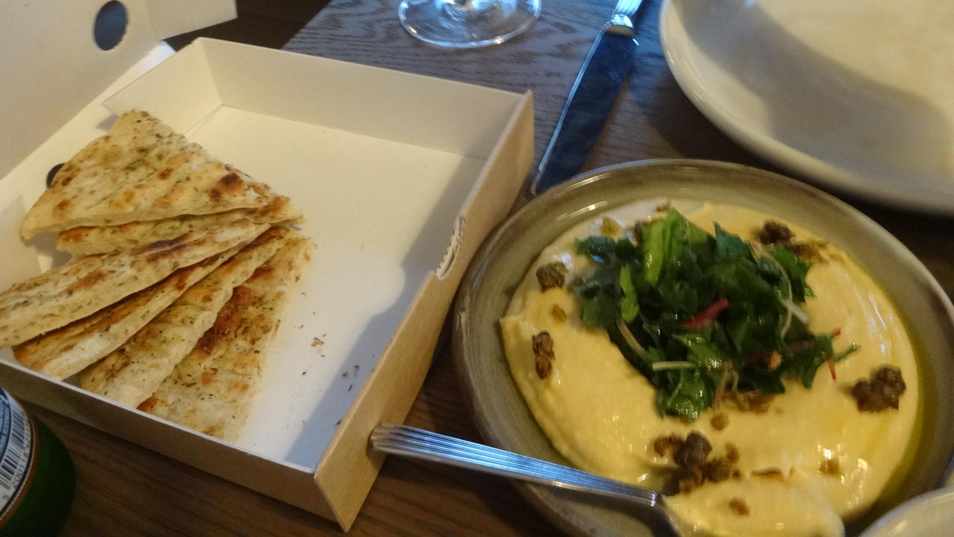 いんげん豆のペーストとピタパン