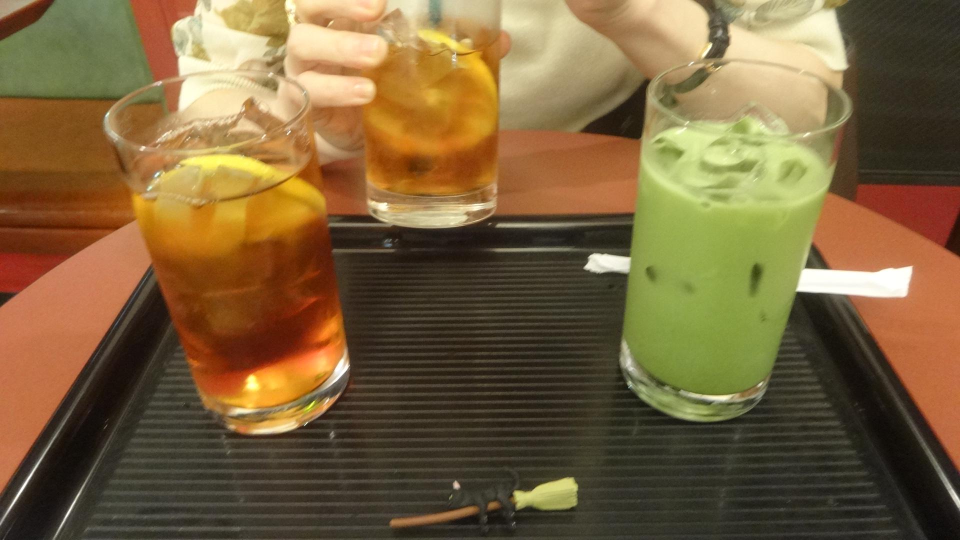 3杯のドリンクの写真
