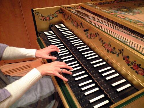 チェンバロやオルガンなどの和音を奏でる楽器