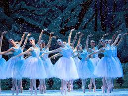 雪のワルツの群舞