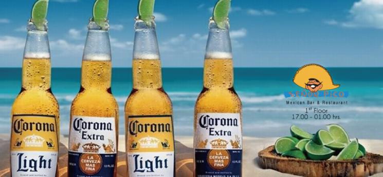 ライムのかけらを突っ込まれたメキシコのコロナビールの瓶
