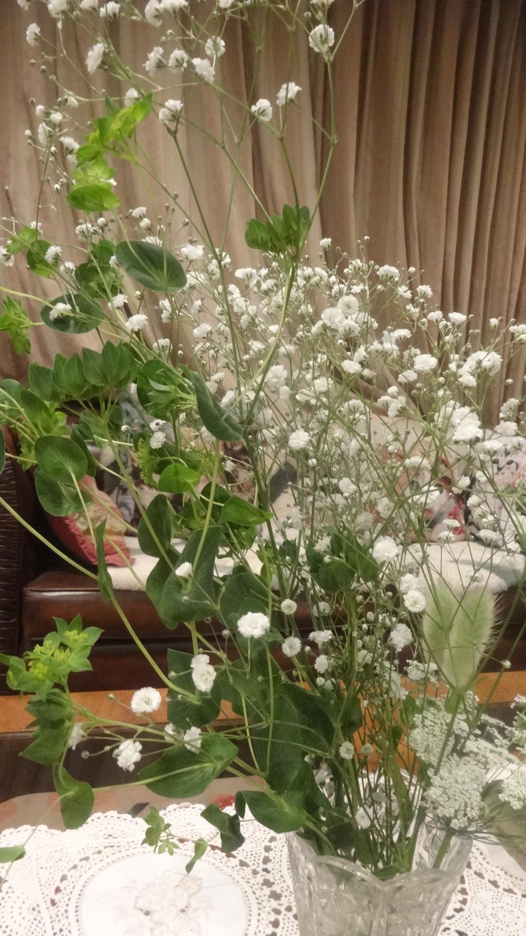 大きなかすみ草の花束