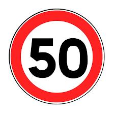 50gと書かれた標識