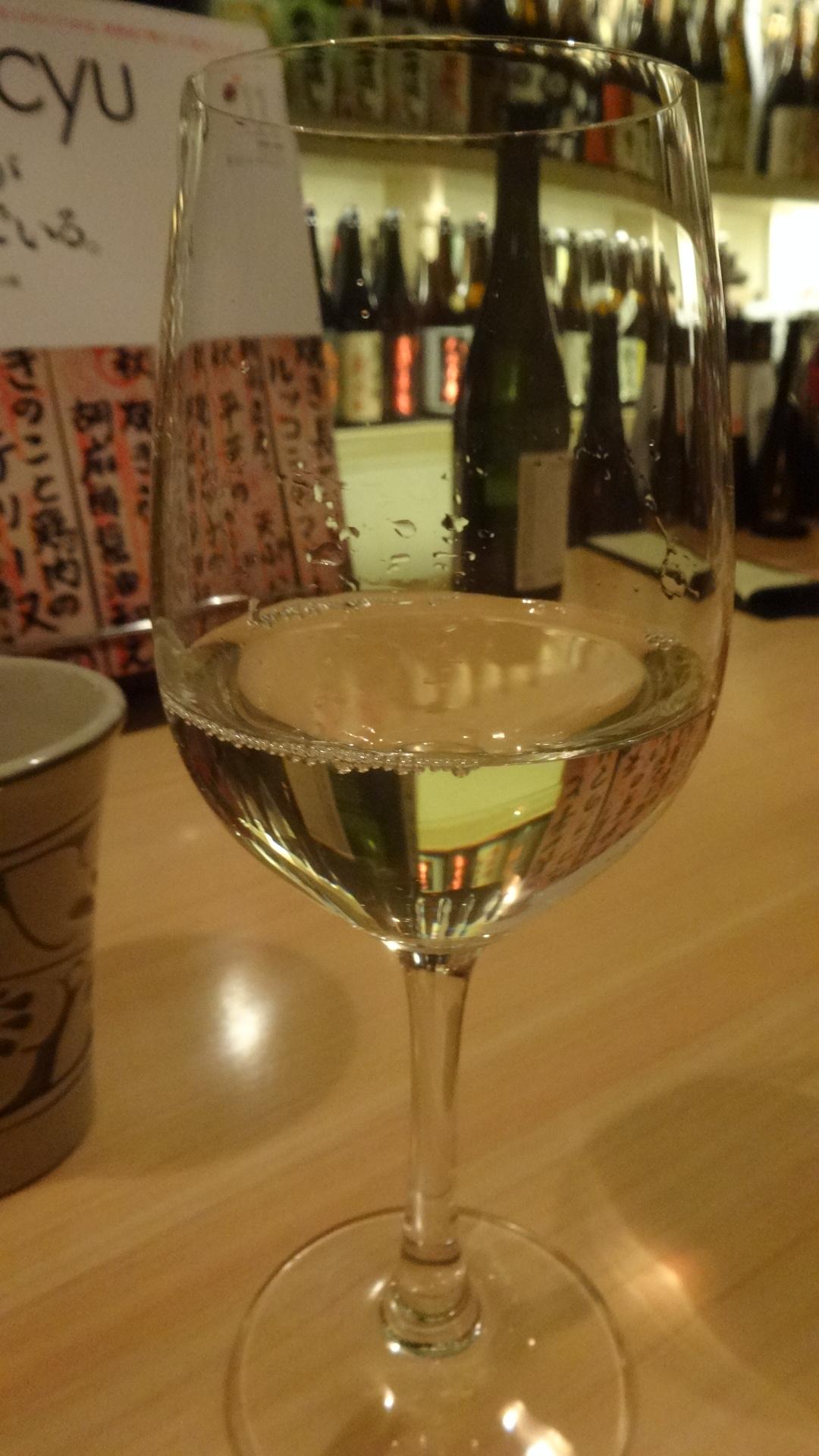 ワイングラスに注がれた焼酎