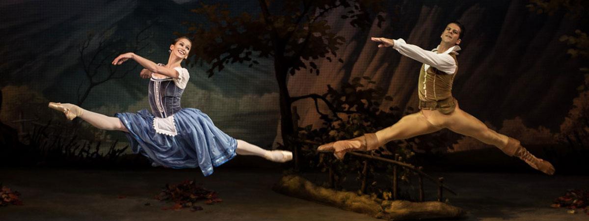 二人で踊るジゼルとアルブレヒト