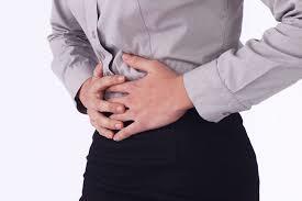 下腹部の不快感を訴える男性