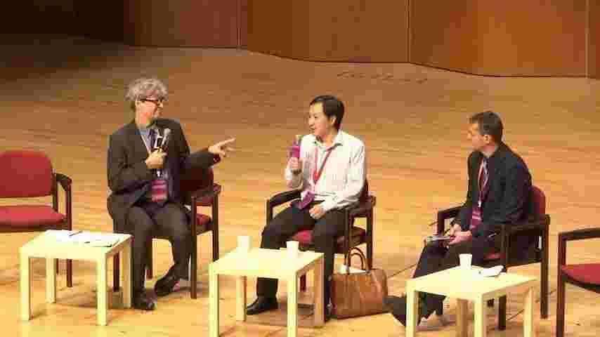 学会の討論会で追及される中国人研究者