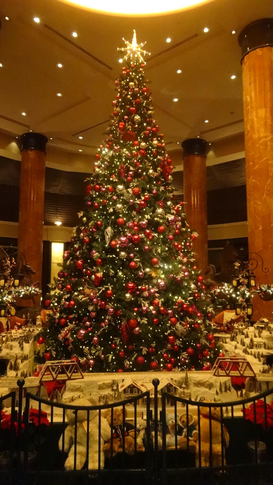 ホテルのフロントに飾られていたツリー