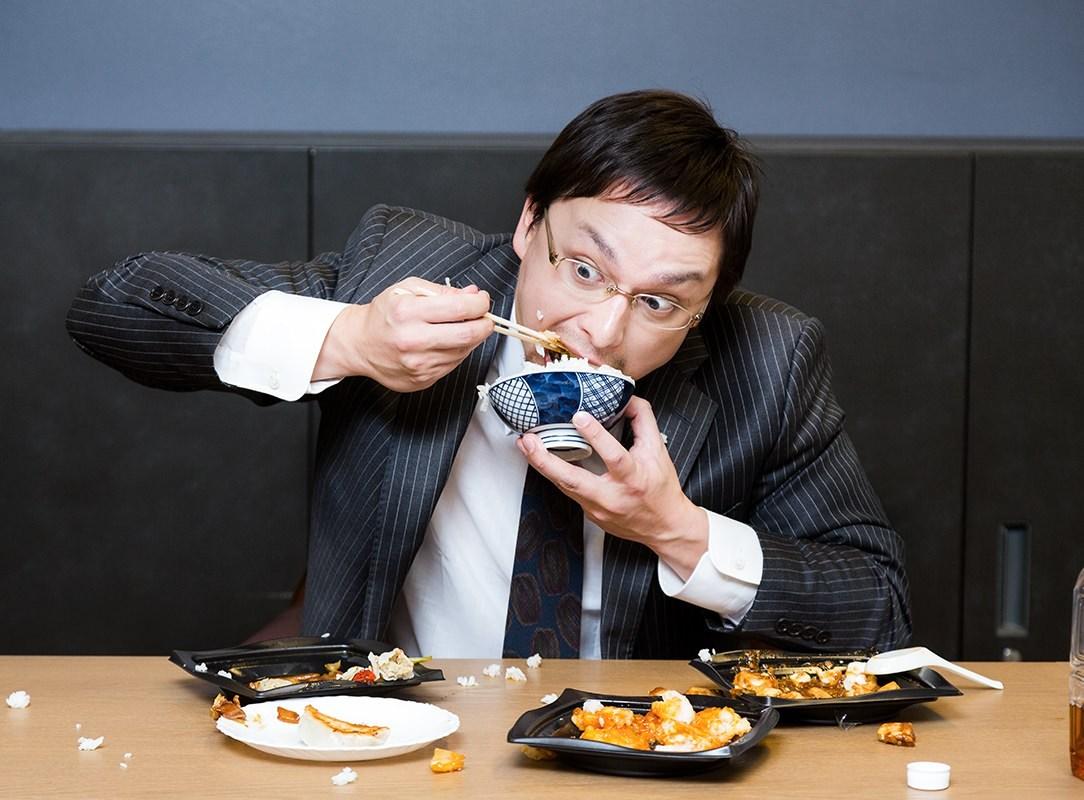 早食い バク食いする男性