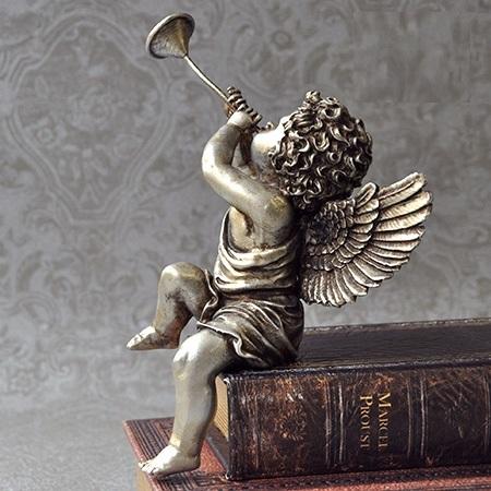トランペットを吹く天使