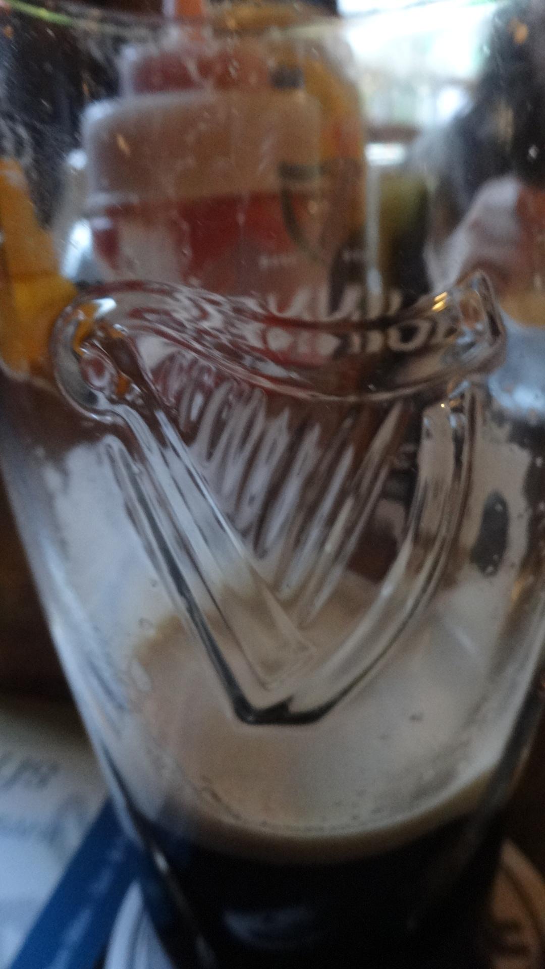 グラスに描かれたハープ