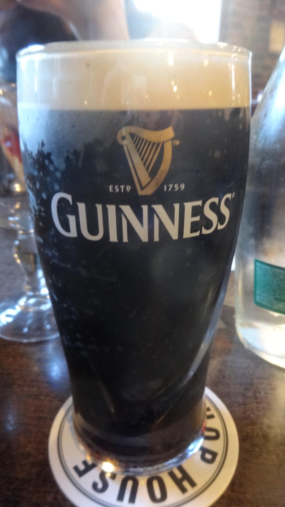 ギネスが注がれたグラス