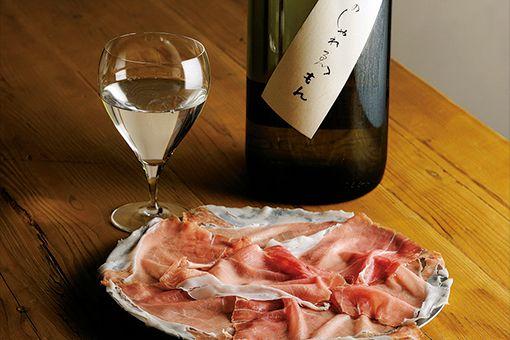 ハモン・イベリコと日本酒の写真