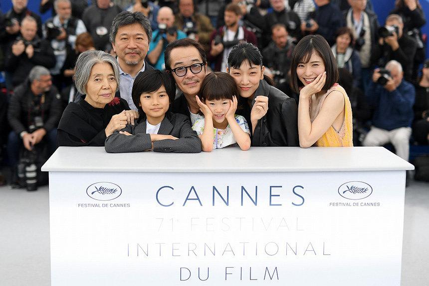 映画「万引き家族」の出演者の皆さんの写真