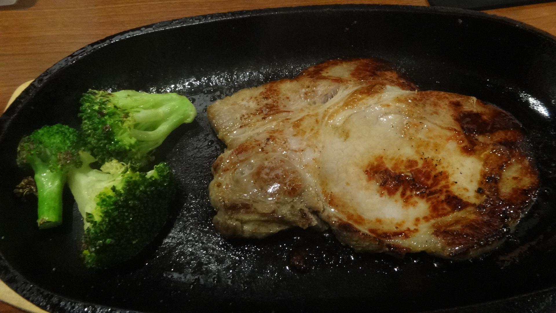 ハムとベーコンのステーキ1
