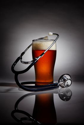 ビールグラスと聴診器