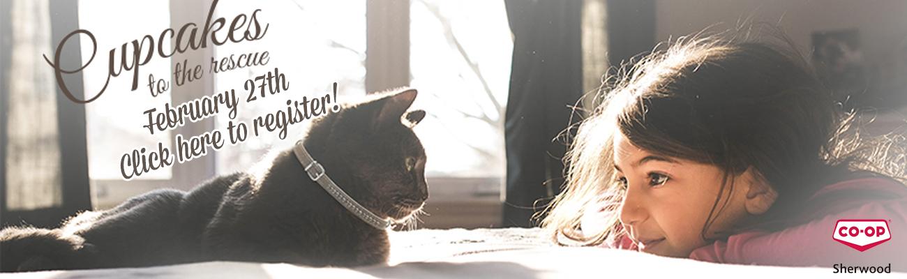 ネコとアイコンタクトしている人の姿