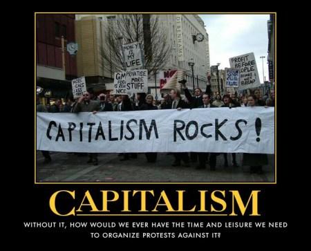 反資本主義を訴えるデモ隊の様子