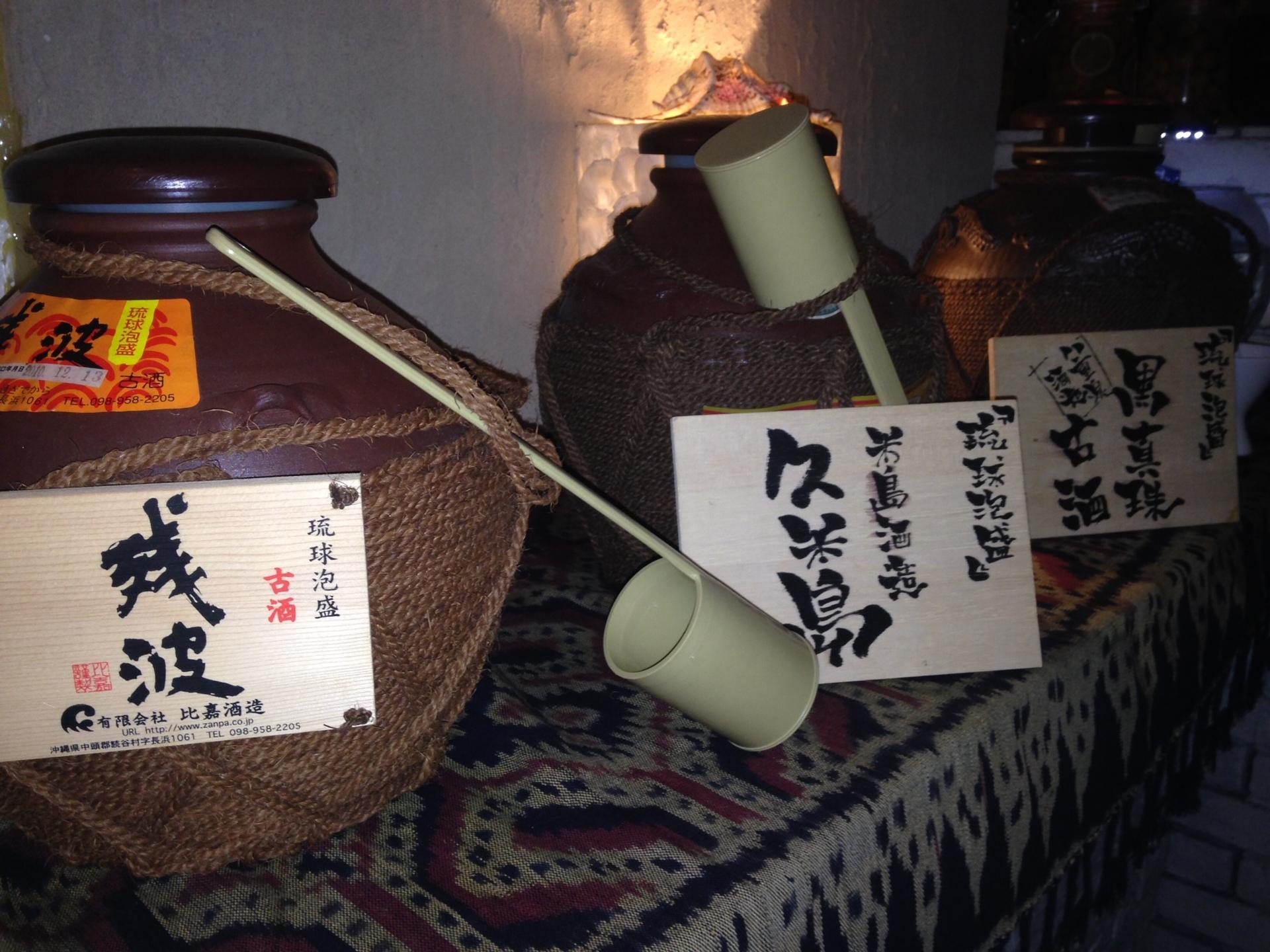 甕で保存されている古酒