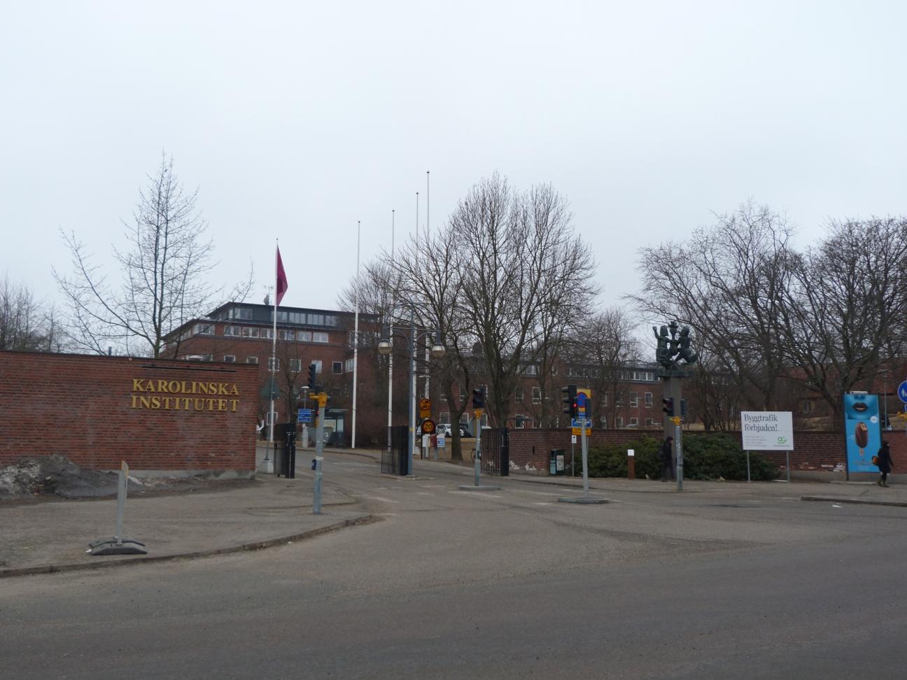 研究所の正面入口