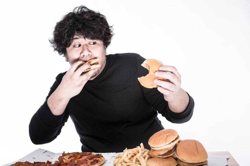 外食で高カロリーな食事をする人