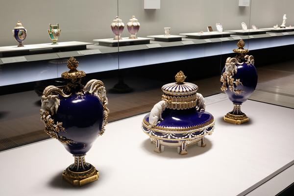 王者の青の陶器1