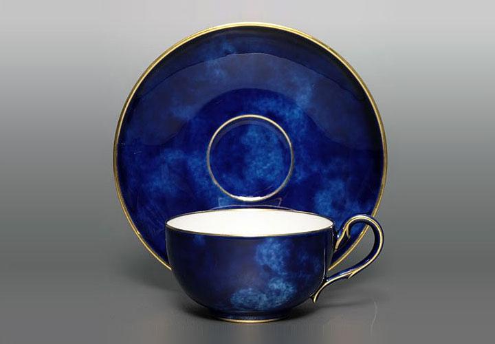 クラウデッド・ブルーのコーヒーカップ