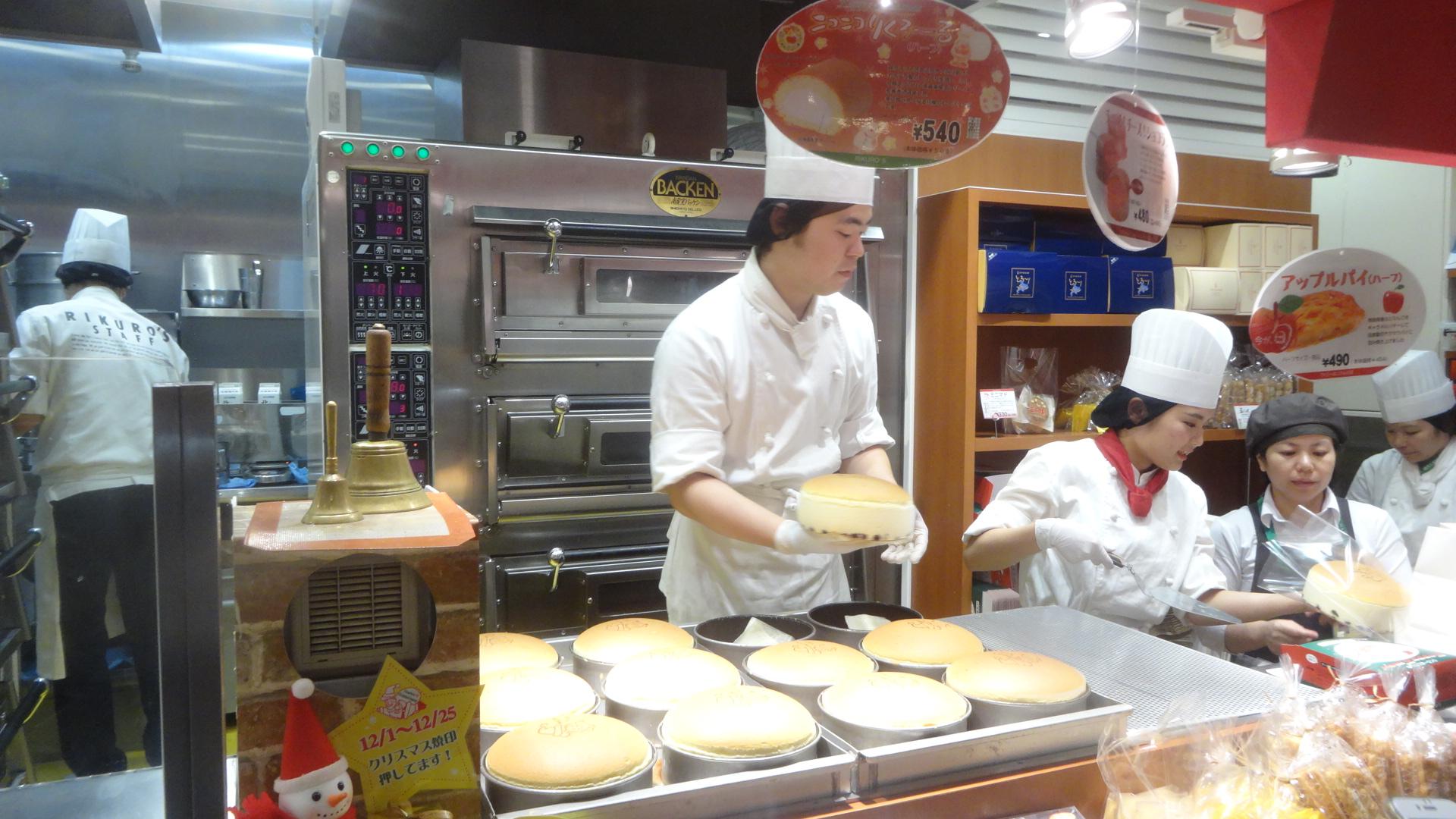 にぎわうチーズケーキ屋さんのお店