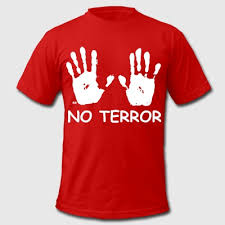 テロは嫌だ と書かれたTシャツ