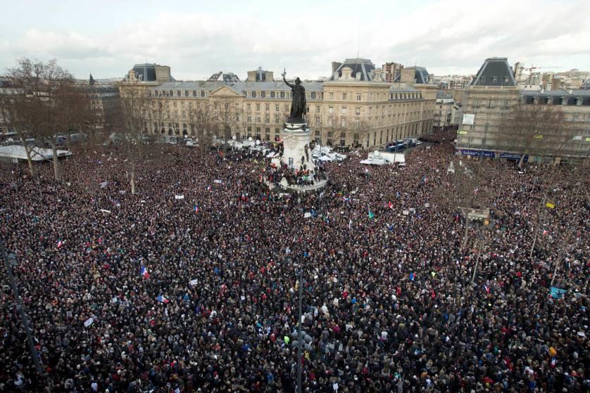 集まった凄い数の群衆